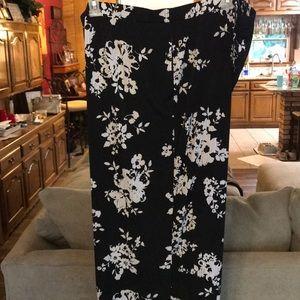 Susan Graver Pants - Susan Graver Black Floral Print Liquid Knit Capris